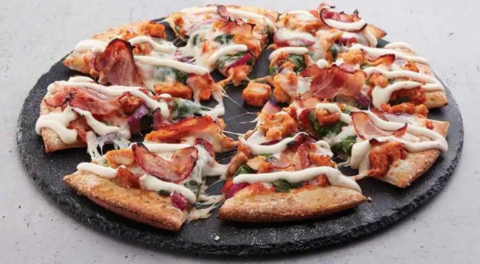Garlic Chicken Bacon Aioli Pizza from Domino's Review Pizza Domino's